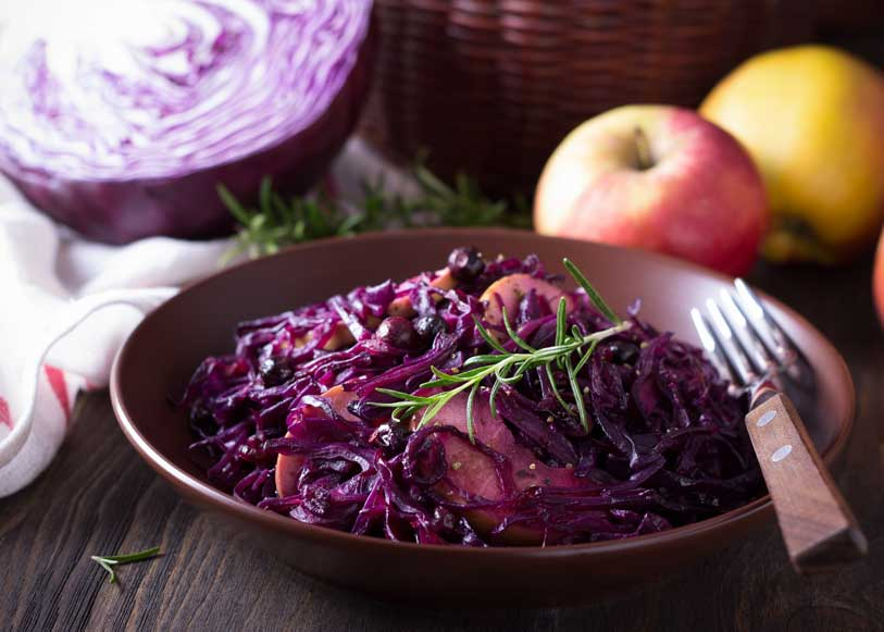Red cabbage, apples and coriander seeds