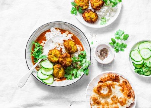 Zucchini kofta and curry sauce